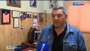 Вячеслав Битаров наградил памятной медалью Алана Алдатова