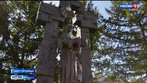 Цветы и венки возложили к памятнику Детям Беслана в Санкт-Петербурге