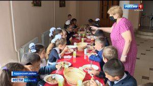 Ученики начальных классов начали получать бесплатное горячее питание