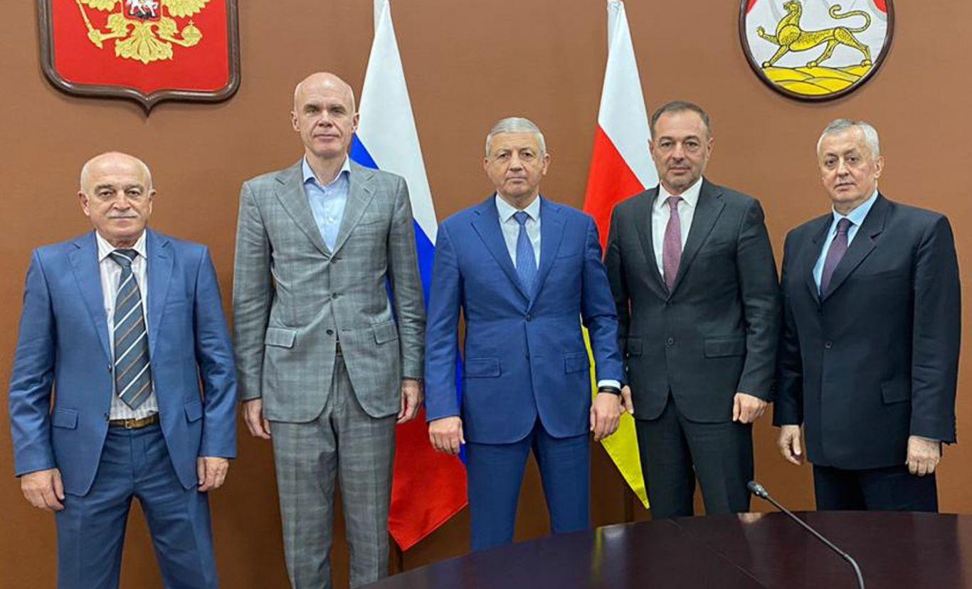 Вячеслав Битаров встретился с председателем правления ПАО «МИнБанк» Игорем Антоновым