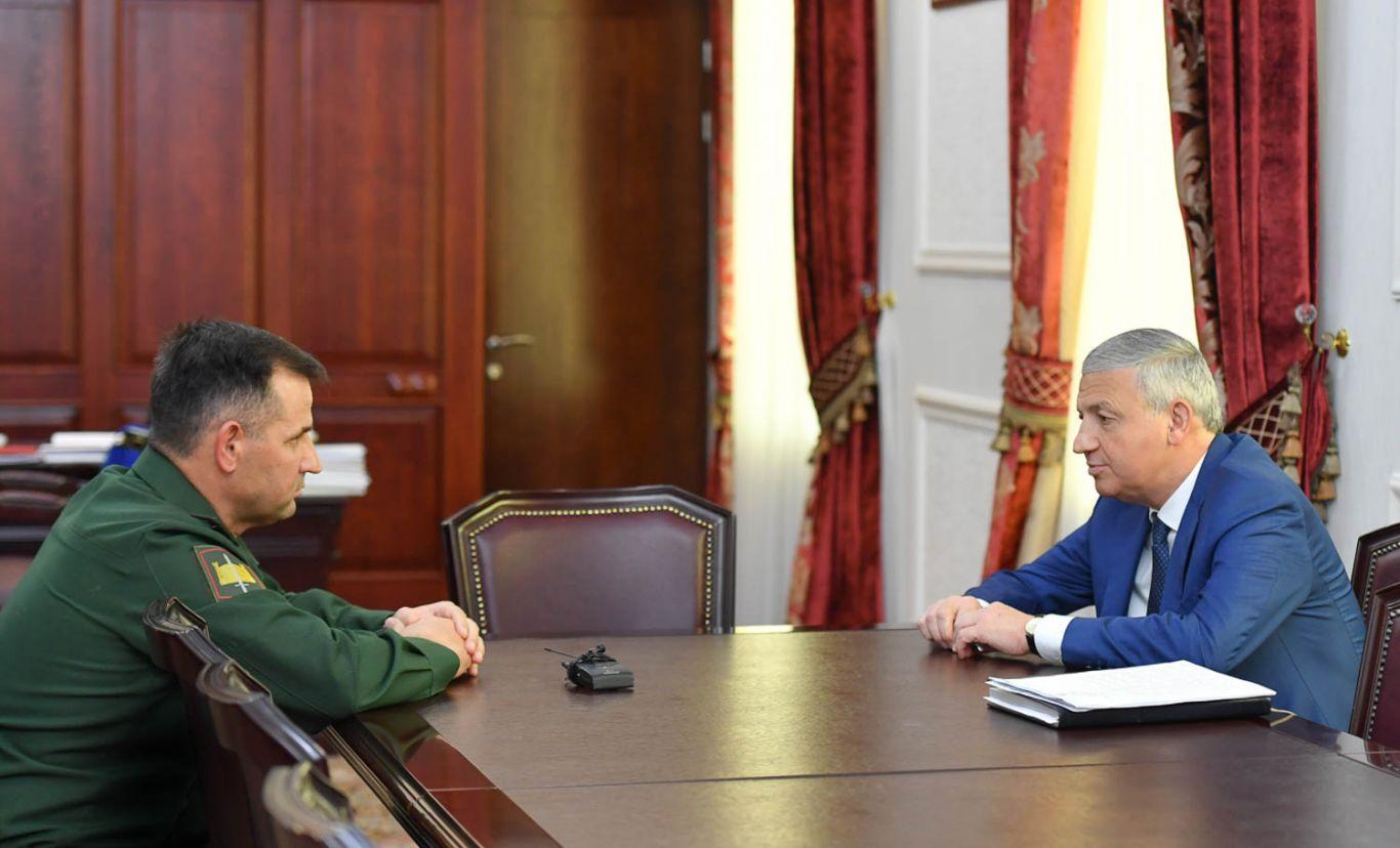Вячеслав Битаров провел рабочую встречу с новым командующим 58-й армии Михаилом Зусько