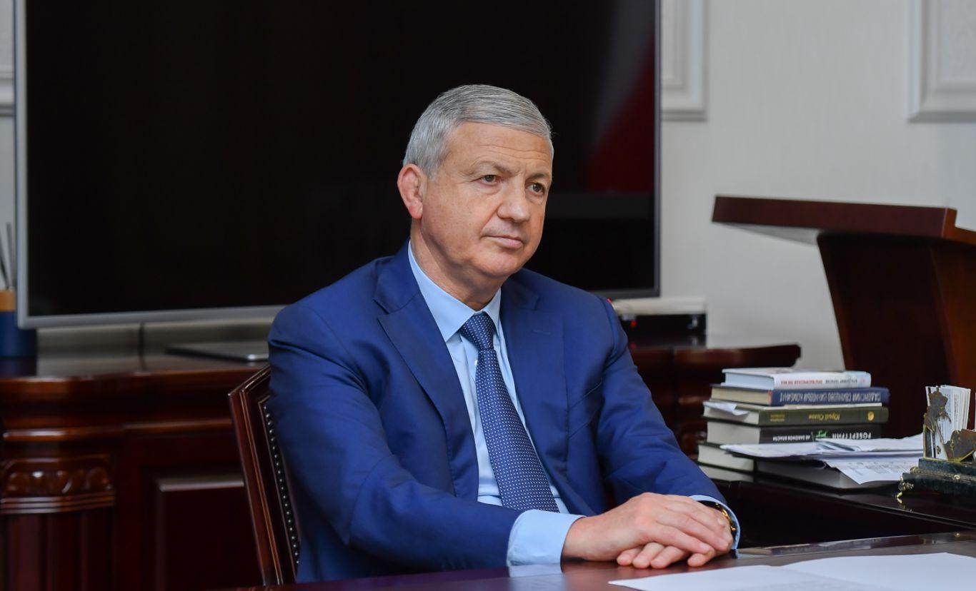 Вячеслав Битаров провёл рабочую встречу с  Казбеком Томаевым