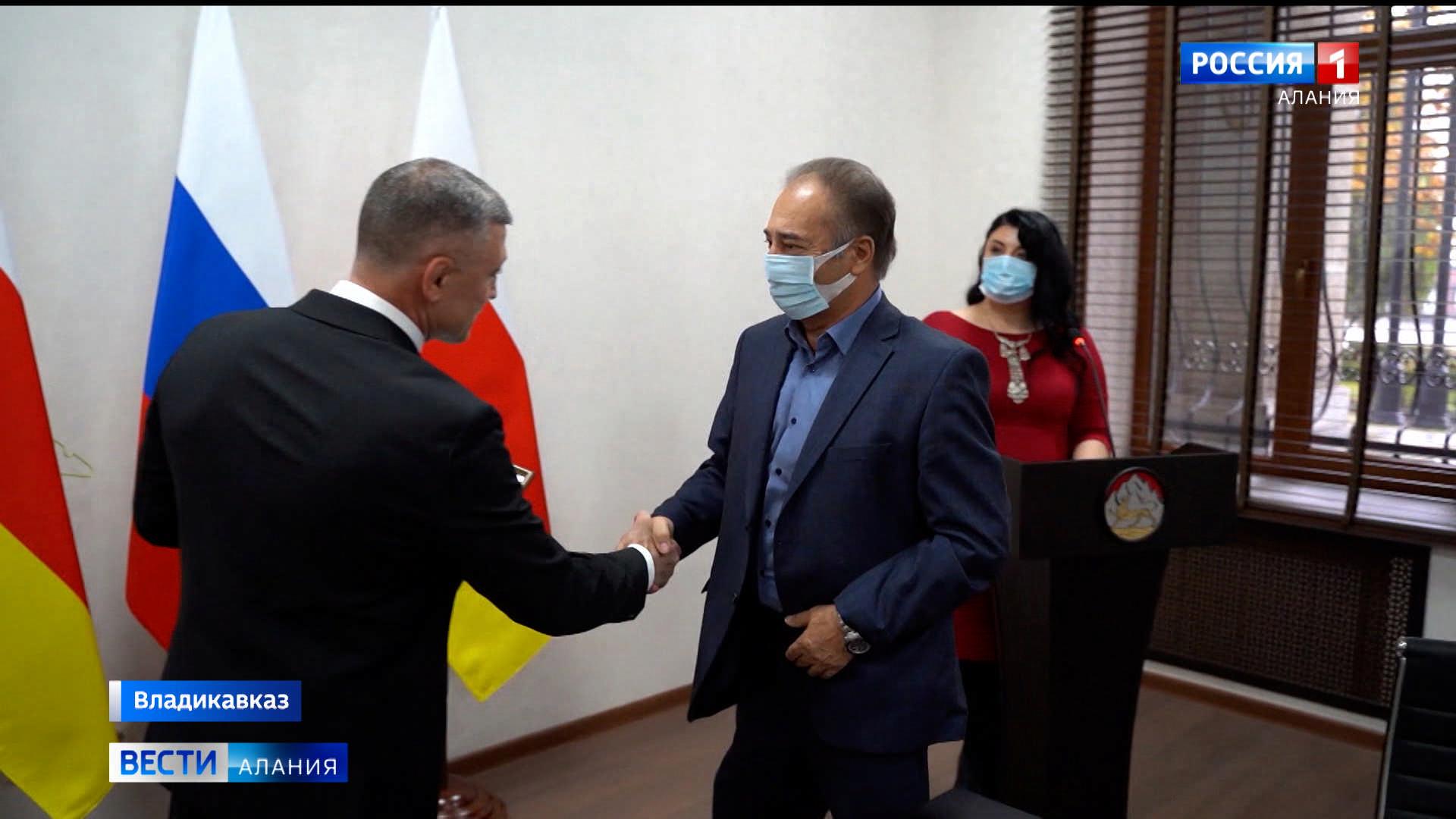 Рустем Келехсаев вручил государственные награды сотрудникам ЦИК Северной Осетии