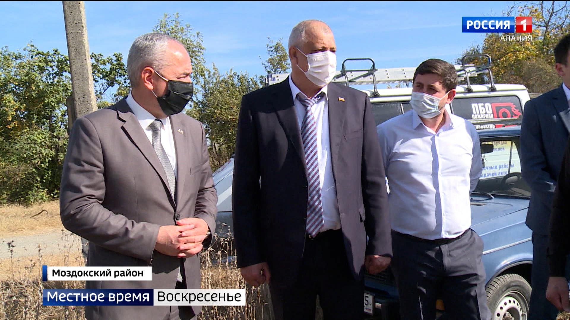 Таймураз Тускаев проинспектировал ход строительных работ на объектах в Моздокском районе