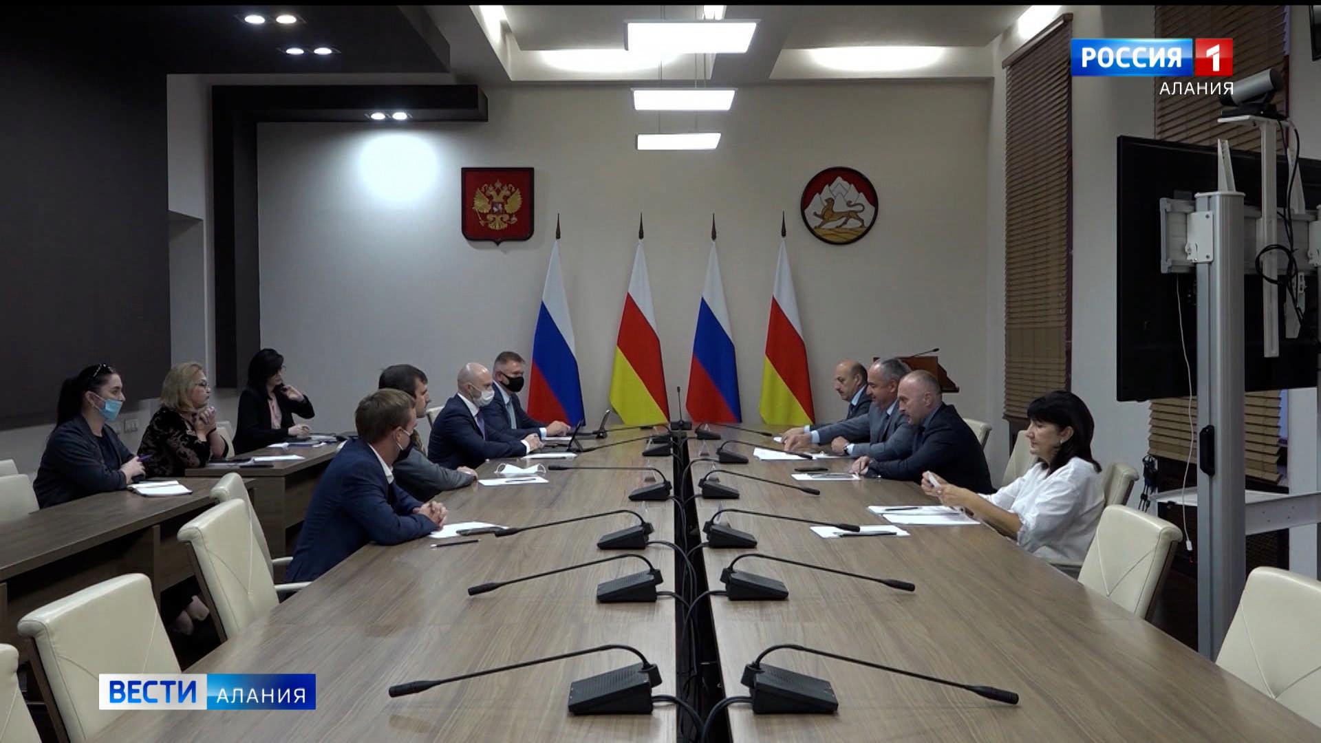 Таймураз Тускаев встретился с гражданами в приемной президента России в республике