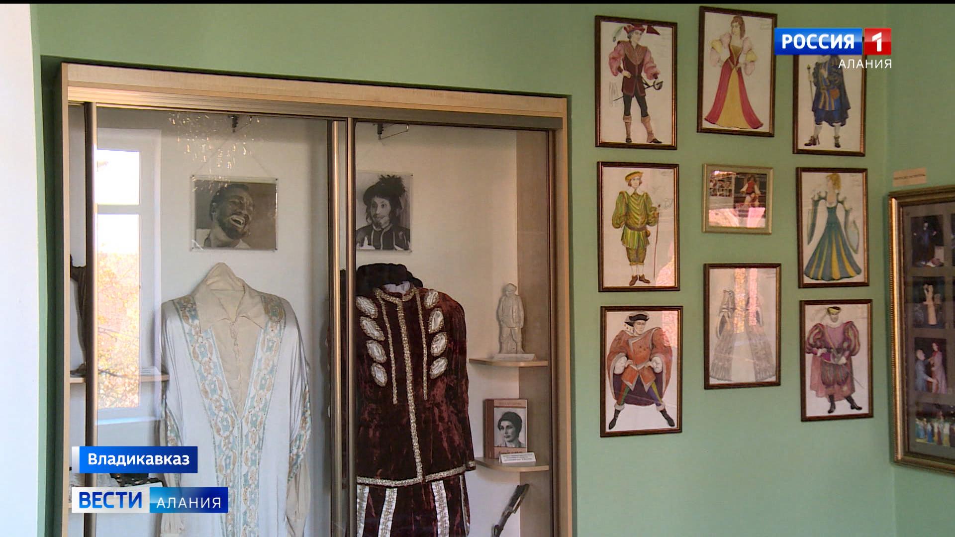 В Музее театрального искусства готовятся к выставке, посвященной 65-летию художницы СОГАТ Веры Касаевой