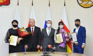 В Северной Осетии наградили лауреатов премии правительства в области молодежной политики