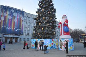 АМС Владикавказа проводит конкурс на лучшее новогоднее оформление города