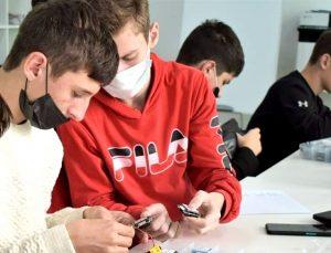 В моздокском «Кванториуме» прошли мастер-классы «Школа для электрика»