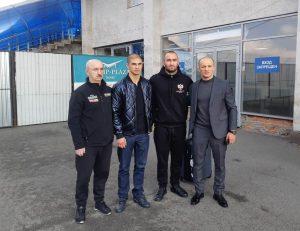 Министр спорта Алан Хугаев встретил в аэропорту вернувшегося с победой Мурата Гассиева