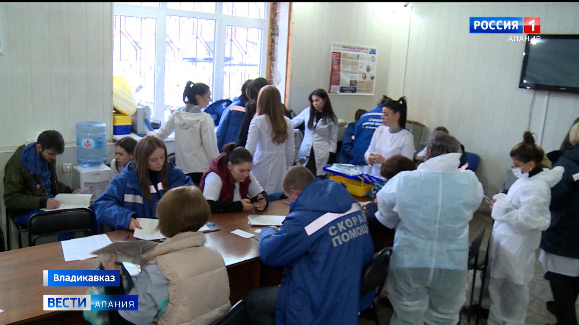 На передовой: врачи станции скорой помощи и студенты СОГМА продолжают борьбу с COVID-19