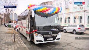 У Академического русского театра появился новый автобус