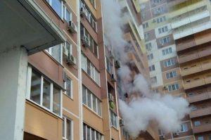 Во Владикавказе при пожаре в многоэтажном доме спасли 36 человек
