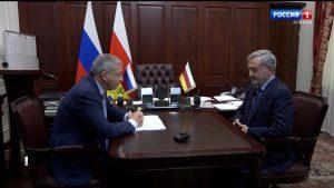 Вячеслав Битаров поздравил представителя республики в Общественной палате РФ с получением премии «Гордость нации»