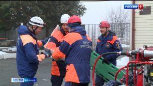 Двое сотрудников МЧС получили звание «Заслуженный спасатель РСО-А»