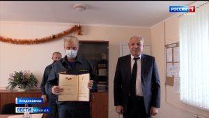 Вице-премьер Ирбек Томаев поздравил сотрудников МЧС с 30-летием ведомства