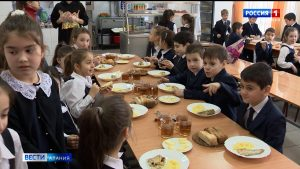 Представители Общественной палаты республики провели мониторинг качества горячего питания в школах