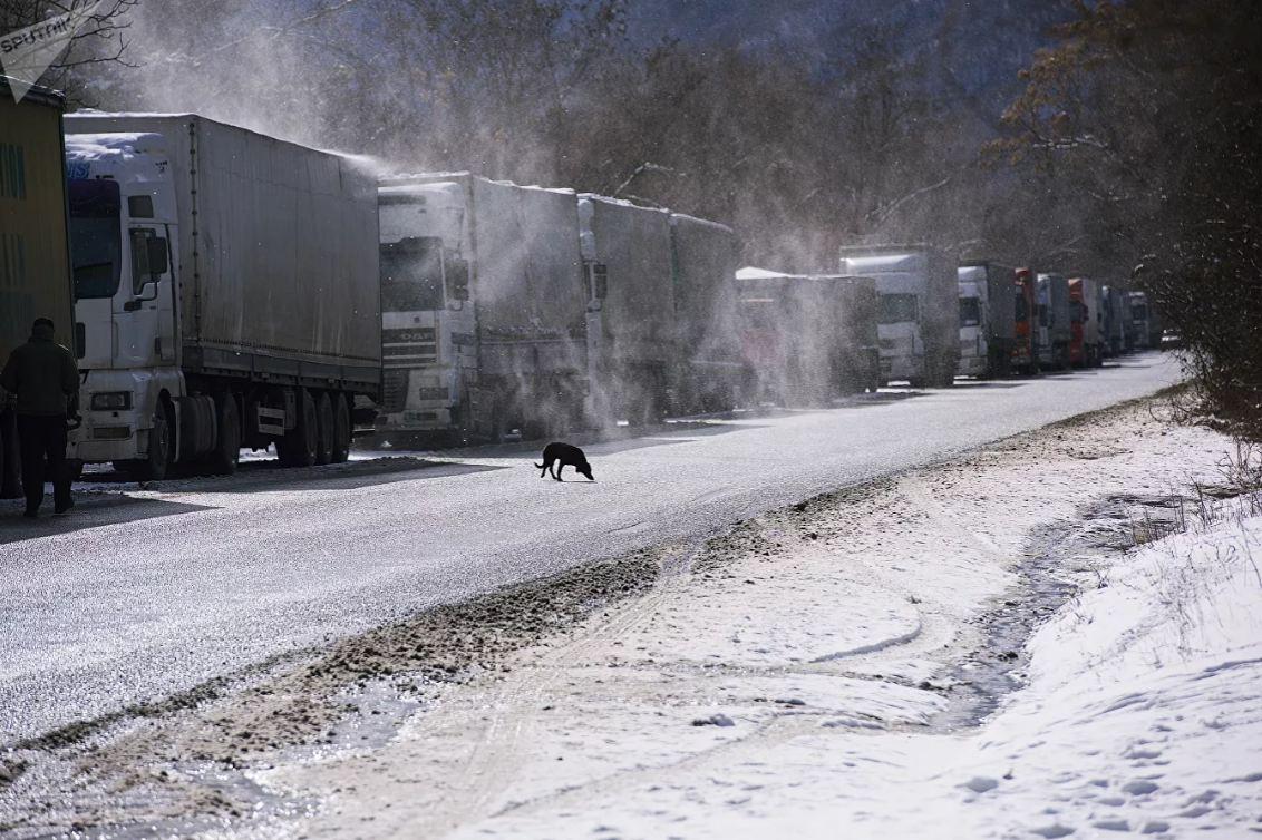 Военно-Грузинская дорога закрыта для движения большегрузов