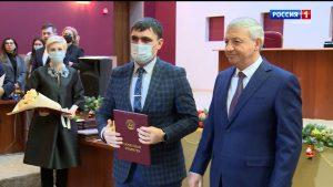 Вячеслав Битаров отметил госнаградами тружеников Владикавказа