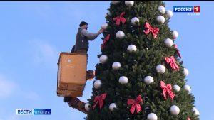 Шесть километров гирлянд: столицу республики украшают к Новому году