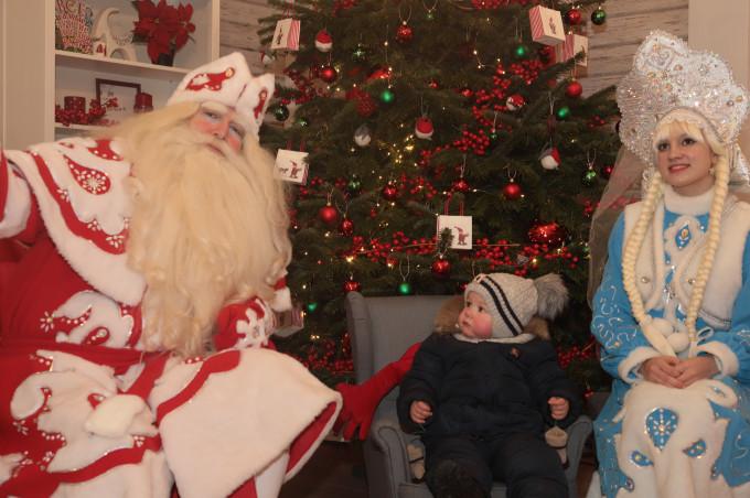 В Центральном парке Владикавказа продолжает работать дом Деда Мороза