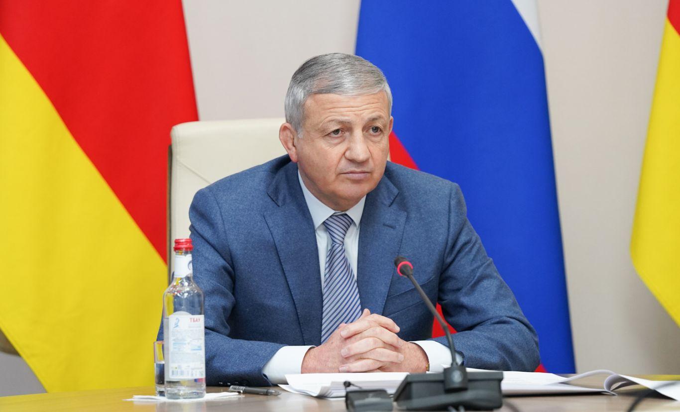 Соблюдение требований контрольно-надзорных органов при строительстве соцобъектов обсудили на заседании под председательством Вячеслава Битарова