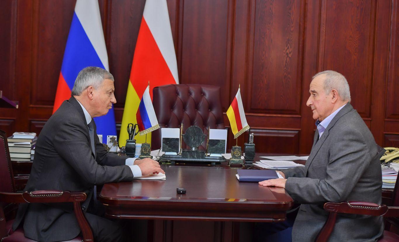 Вячеслав Битаров поздравил Казбека Фриева с назначением на должность председателя Совета ветеранов