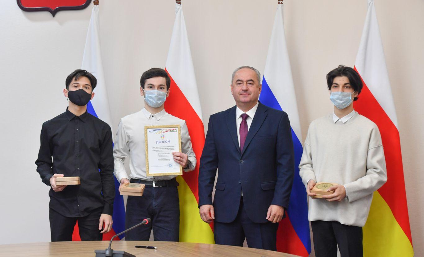 Таймураз Тускаев встретился с лауреатами XIX молодежных Дельфийских игр