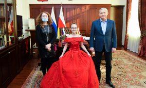 Глава Северной Осетии исполнил мечту 9-летней участницы акции «Елка желаний»