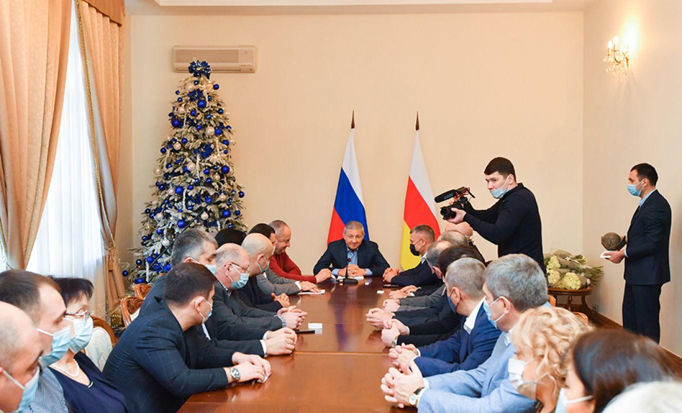 Вячеслав Битаров встретился с представителями медучреждений республики
