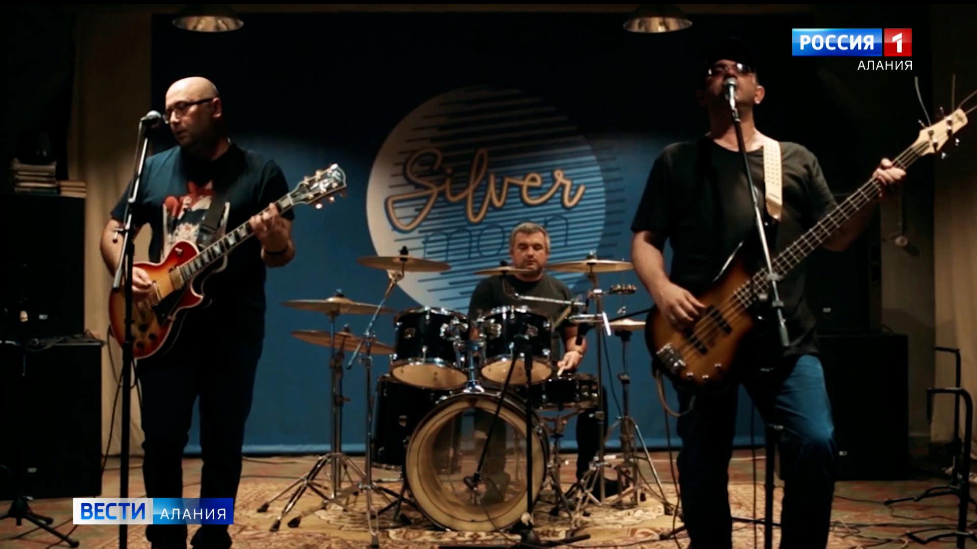 «Эта музыка живет»: североосетинские поклонники The Beatles о том, почему творчество группы стало классикой на все времена