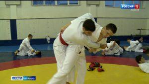 Серебряный призер чемпионата России по рукопашному бою Асланбек Датиев готовится к новым стартам