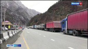 Открытия Военно-Грузинской дороги ожидают 260 большегрузов