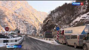 В Северной Осетии задержали мошенников, предлагавших водителям большегрузов за деньги доехать до КПП «Верхний Ларс» без очереди