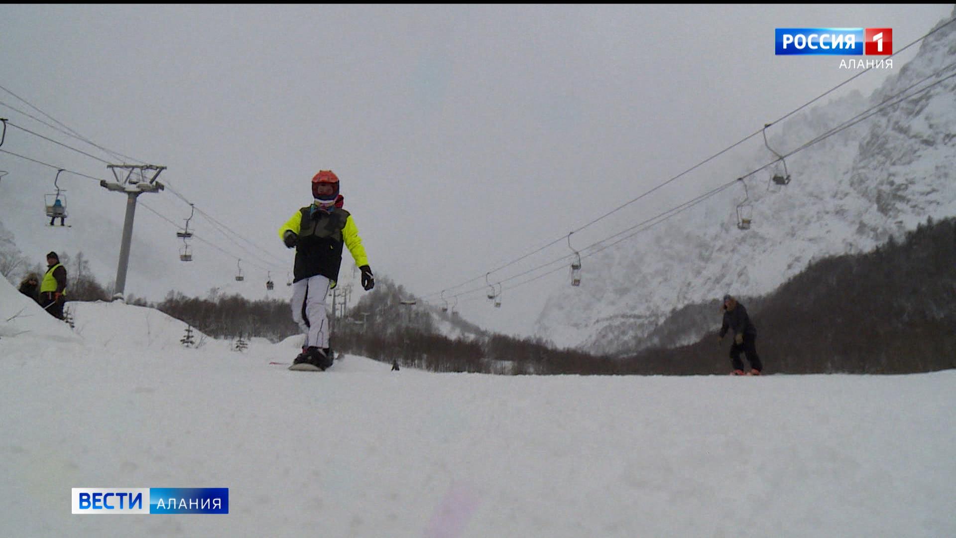 Лыжники и сноубордисты открыли сезон в Цее
