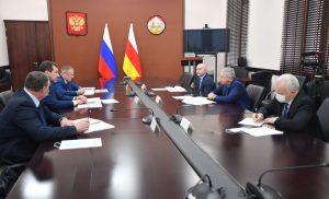 Вячеслав Битаров провел рабочую встречу с начальником СКЖД Сергеем Задориным