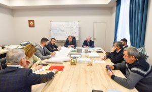 Ход строительства и реконструкции объектов здравоохранения обсудили на совещании под руководством вице-премьера Игоря Касабиева
