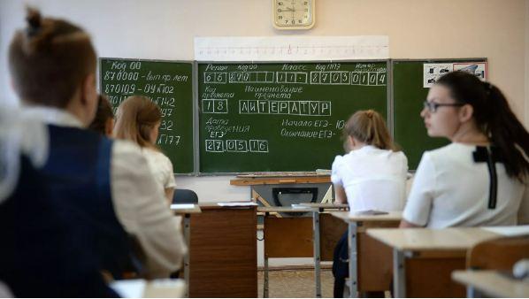 Правительство упростило правила сдачи выпускных экзаменов в 2021 году