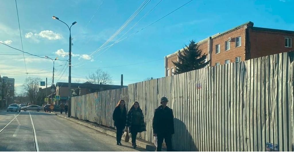 Прокуратура добилась демонтажа самовольно установленного забора возле Владикавказского колледжа искусств