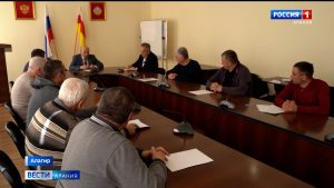 Совещание по обеспечению питьевой водой жителей Алагирского района провел вице-премьер Ахсарбек Фадзаев