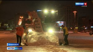 Спецтехника продолжает расчищать улицы Владикавказа от снега