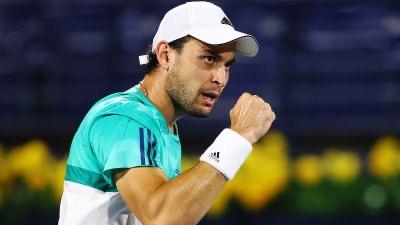 Аслан Карацев победил Михаила Кукушкина на турнире «Masters» и пробился в третий круг