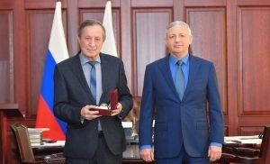 Вячеслав Битаров поздравил Заслуженного врача РФ Казбека Магаева с юбилеем