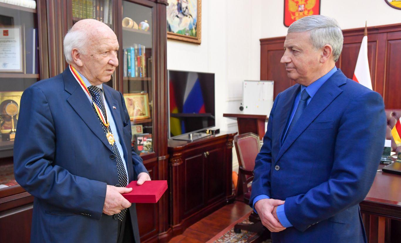 Нох Токаев удостоен ордена «Слава Осетии»