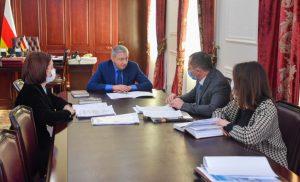 Ахсарбек Фадзаев провел совещание по вопросам реализации проекта «Межрегиональный институт общественных жилищных инспекторов и экспертов»