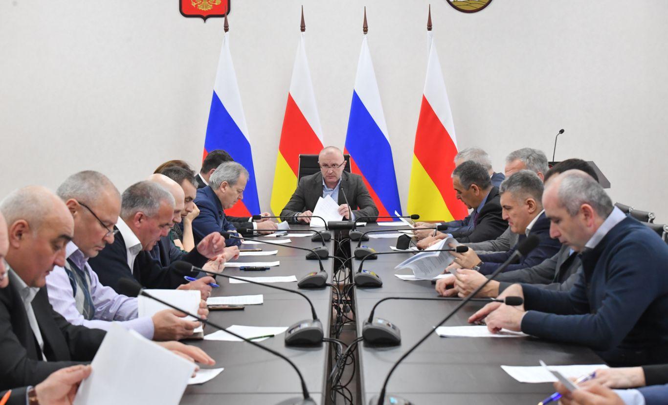 Игорь Касабиев провёл заседание межведомственной комиссии по сокращению объемов незавершенного строительства