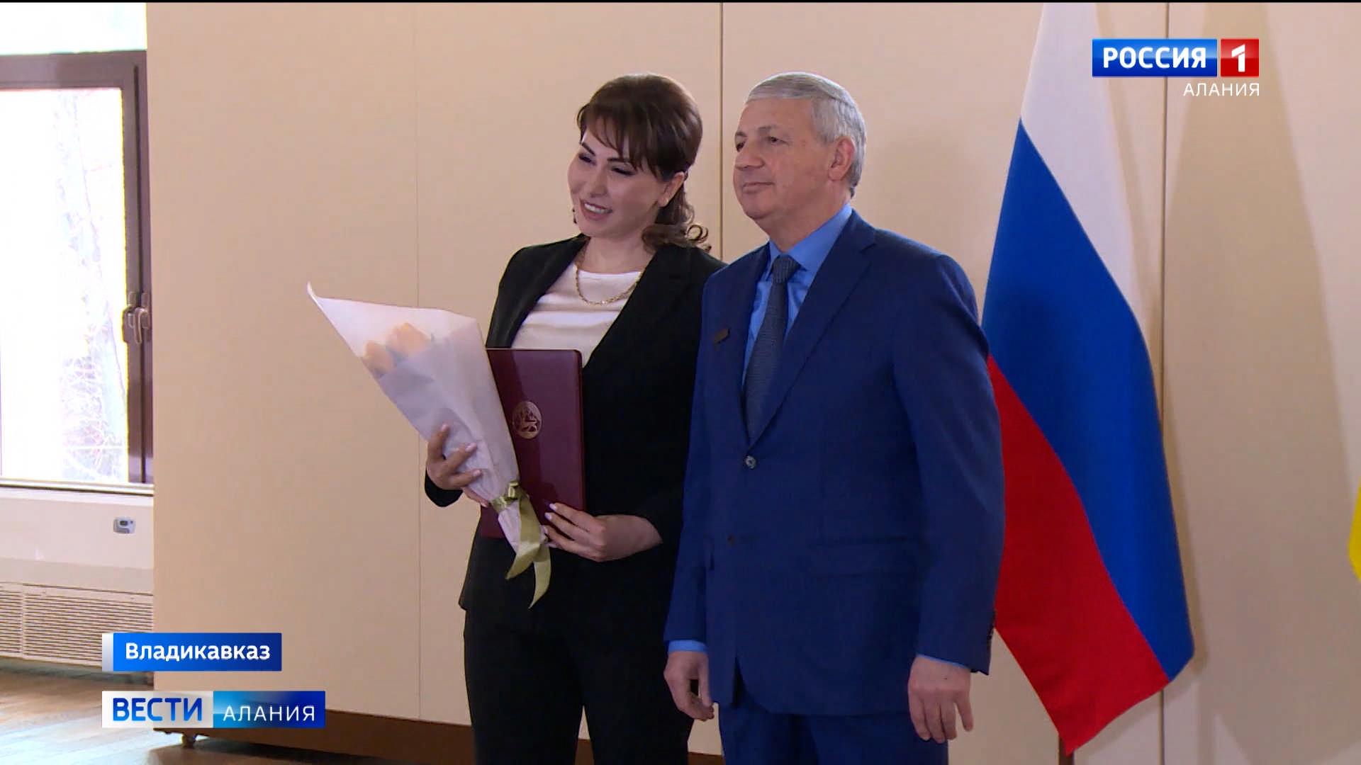 Вячеслав Битаров вручил госнаграды женщинам, внесшим вклад в развитие Северной Осетии