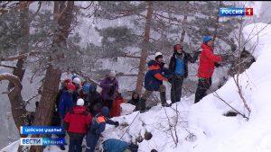 В Цее прошел открытый чемпионат по ледолазанию