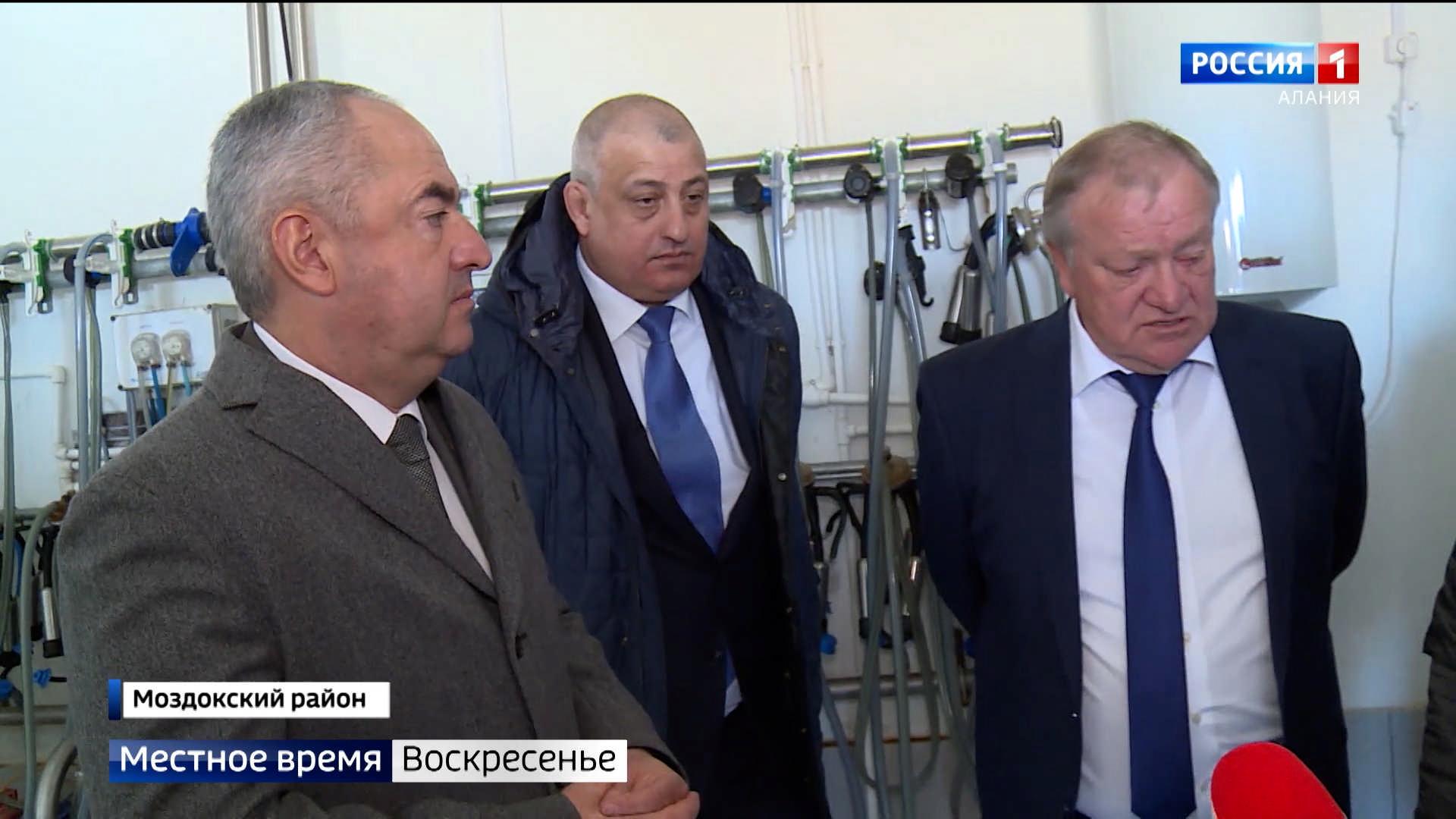 Таймураз Тускаев проверил ход реконструкции и строительства соцобъектов Моздокского района