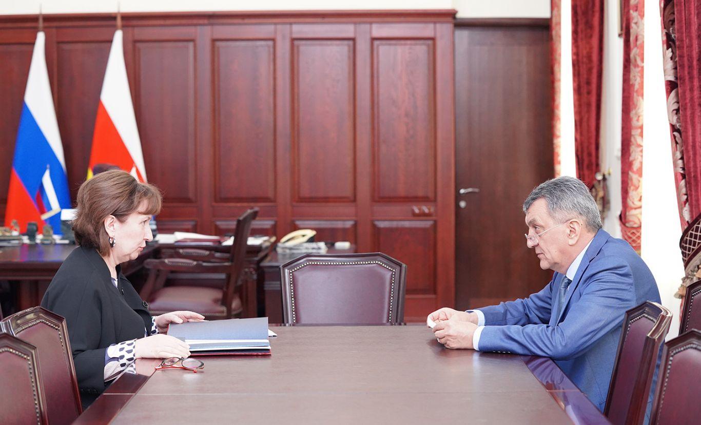 Сергей Меняйло встретился с начальником Управления администрации главы и правительства республики по работе с обращениями граждан